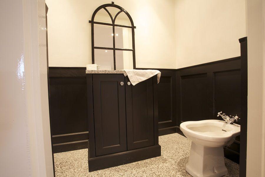 Lambrisering In Badkamer : Landelijke badkamer meubelen en accessoires uit massief hout in