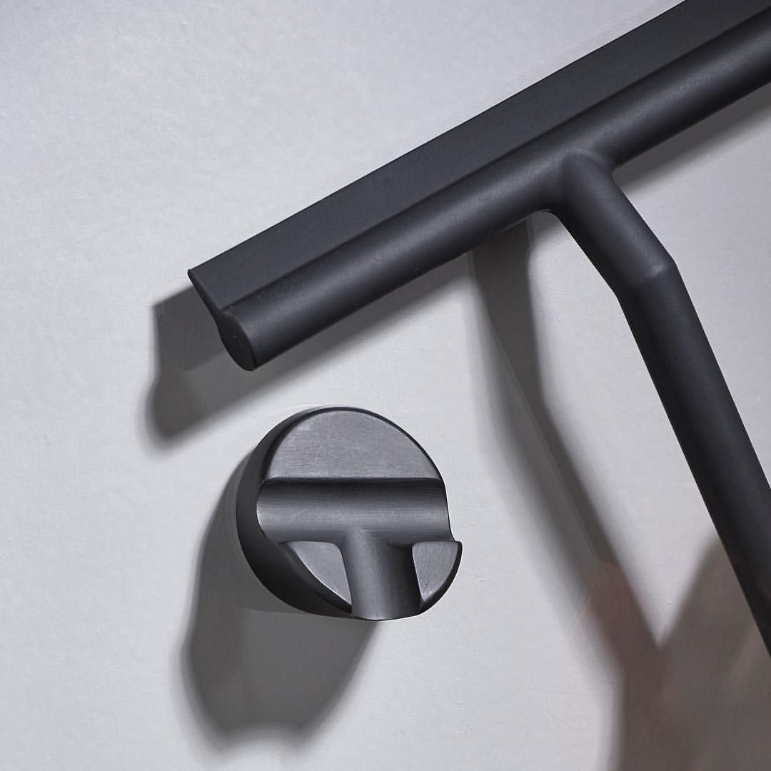 A Bathroom Wiper In Seamless Silicone With No Metal Suerfaces That Can Rust Makes Removing Water From Smooth Surf Squeegees Shower Accessories Bathroom Items