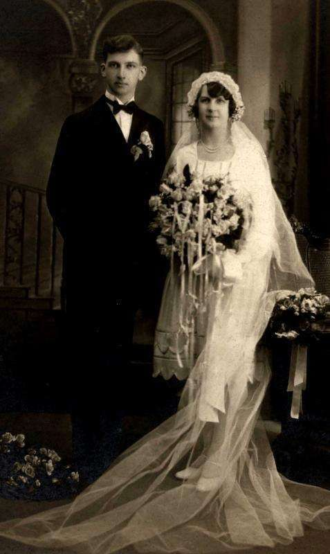 Vintage 20s Wedding photo in matte beautiful flowers