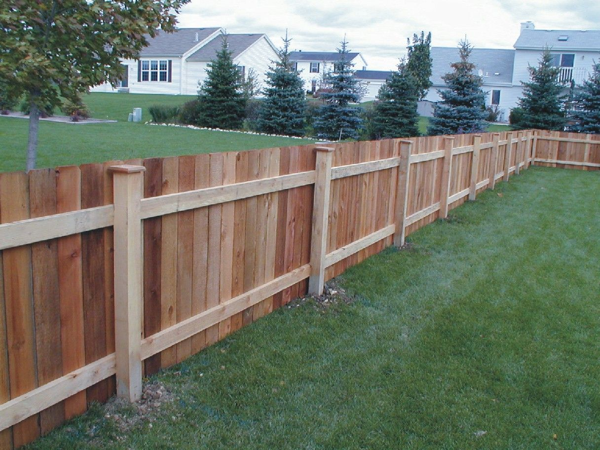 Representation of backyard fencing ideas exteriors for Barda de madera para jardin