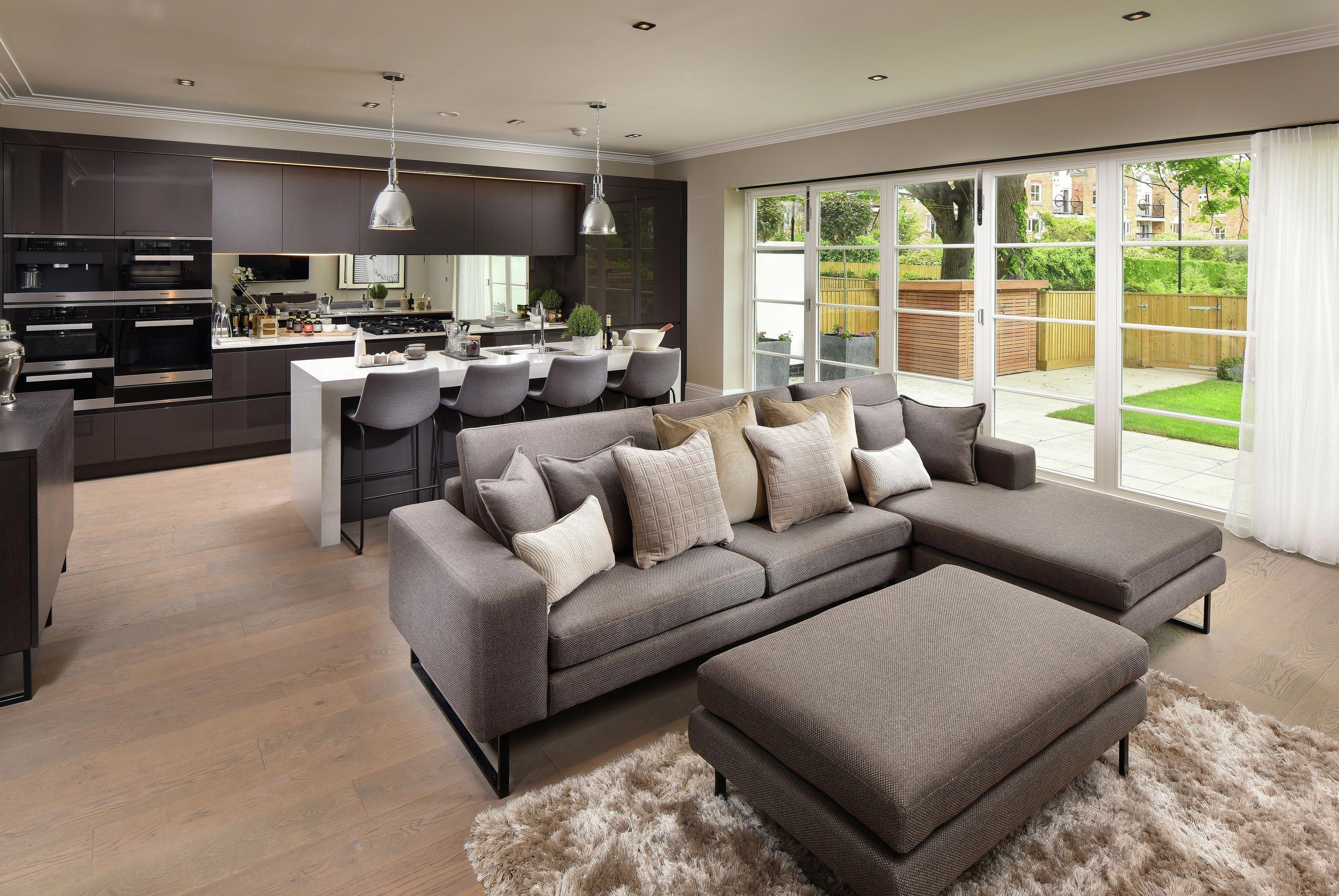 Open Plan Living Is Desirable For New Homes The Large Open Floor Space And Fewer Walls At Sala De Estar E Cozinha Integradas Design De Casa Cozinhas Modernas