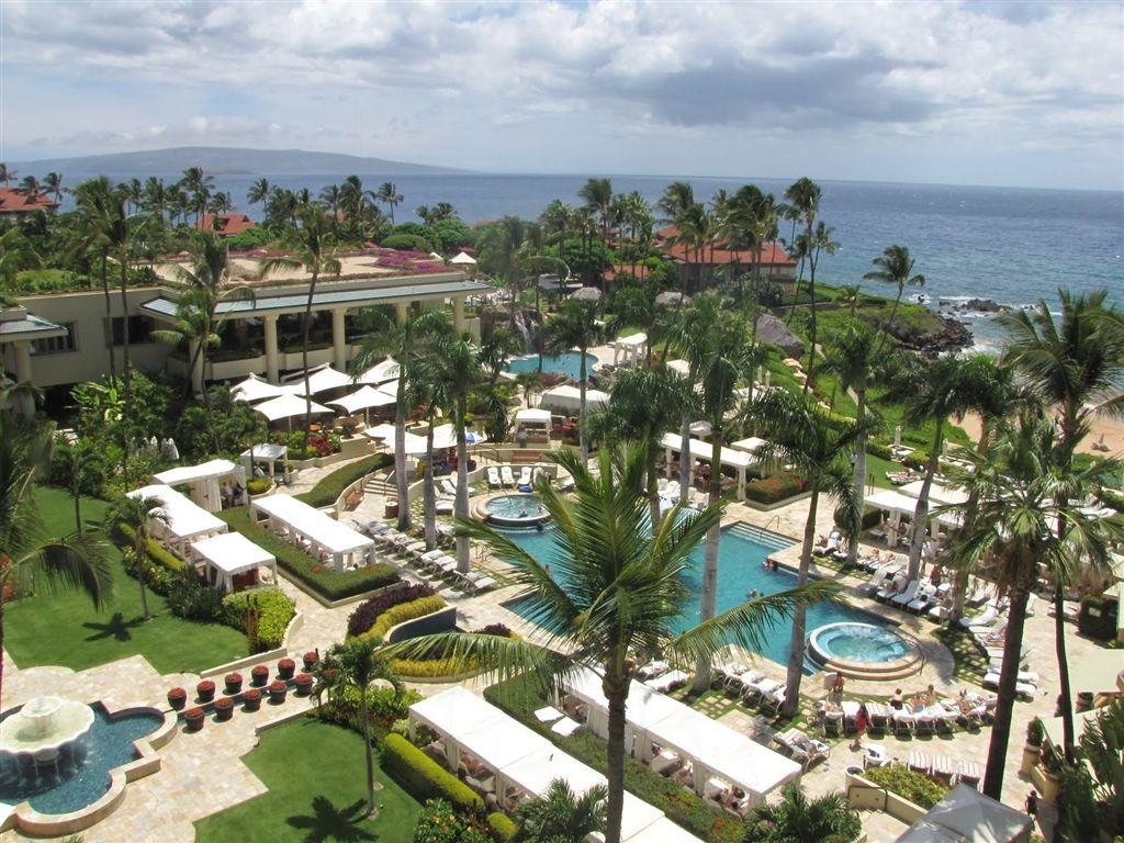 The Four Seasons Resort Lanai At Manele Bay Overlooks Hulopo E