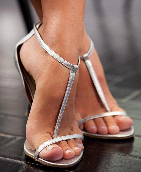 Milf Foot fetish toe and heel nothing