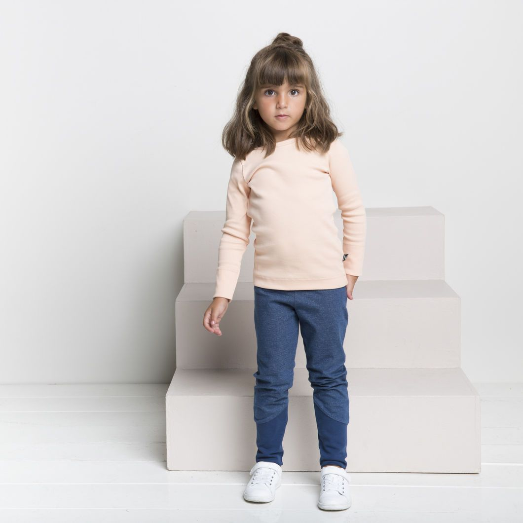 ROCK STAR junior housut, denim-look siniharmaa | NOSH verkkokauppa | Tutustu nyt lasten syksyn 2017 mallistoon ja sen uuteen PUPU vaatteisiin. Ihastu myös tuttuihin printteihin uusissa lämpimissä sävyissä. Tilaa omat tuotteesi NOSH vaatekutsuilla, edustajalta tai verkosta >> nosh.fi (This collection is available only in Finland)