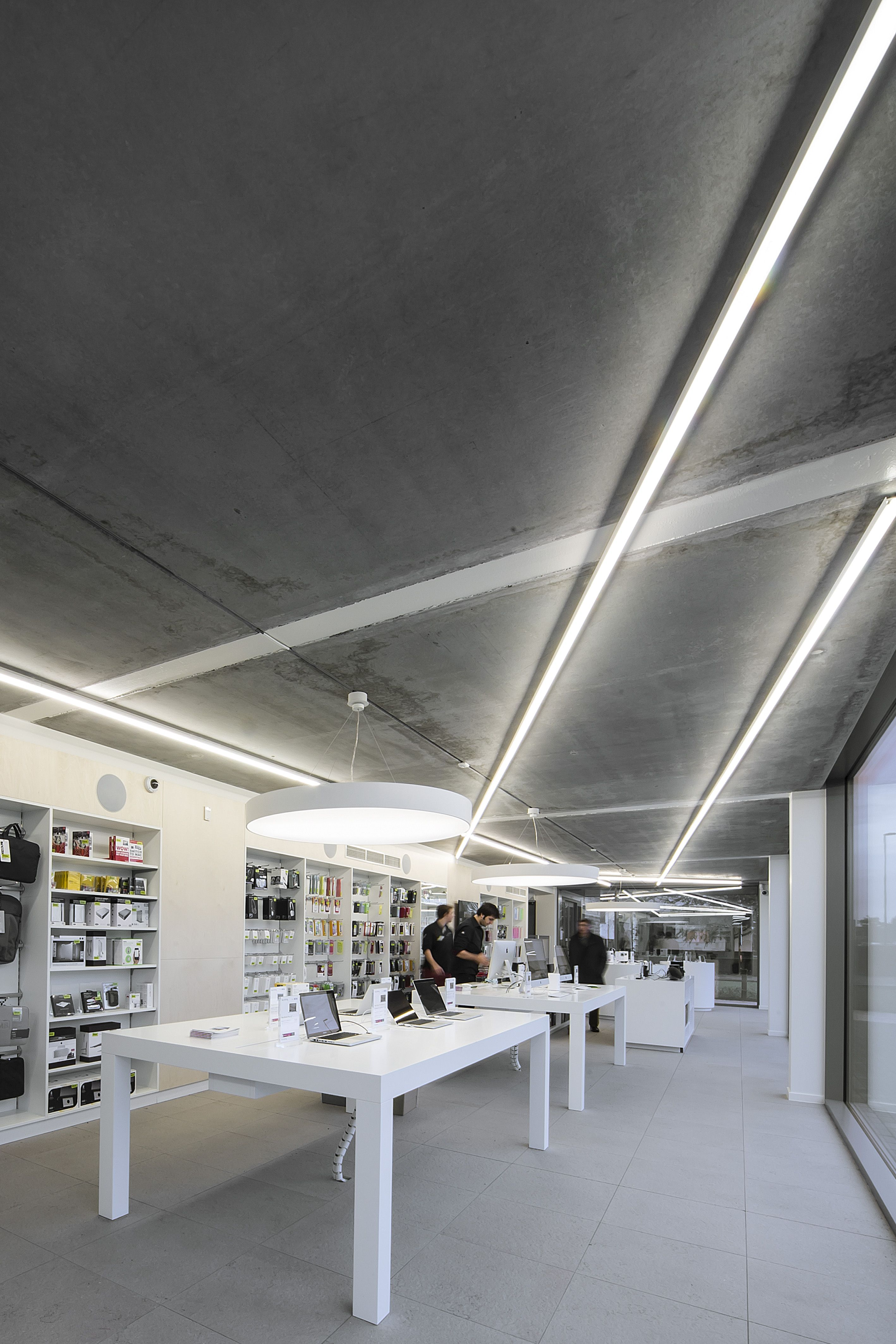 Switch Apple Store St Martens Latem Dark Candybar S White Concept Apple Switch Office Solutions Showroom Design
