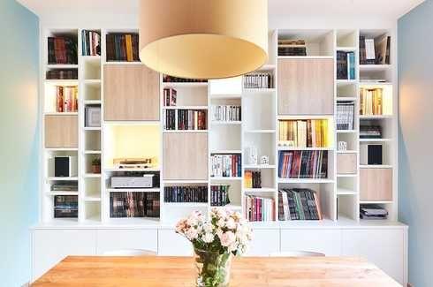 Woonkamer Met Boekenkast : Gallery of strakke woonkamer inrichting boekenkast op maat in wit