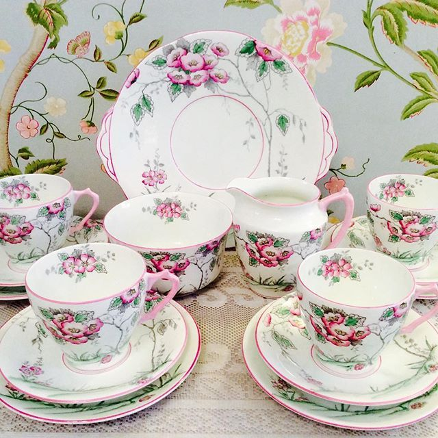 Lovely Windsor 1940s pink hand painted tea set.