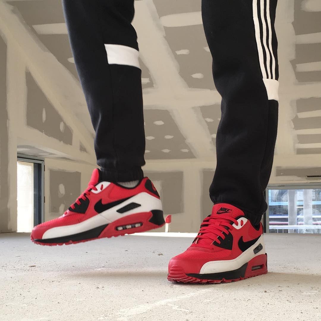 Pin van Johanna Van Elk Hindriks op Nike en Adidas in 2020