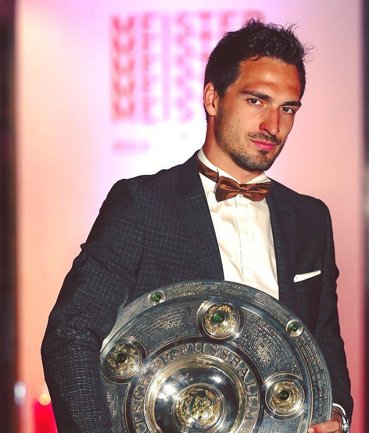 Dress like a champion. @aussenrist15 #Hummels #MiaSanMia #FCBayern #Mia5anMia