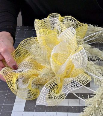 Photo of Easter Wreath Tutorial Fabric Mesh – Trendy Tree Blog  Holiday Decor Inspiration   Wreath Tutorials Holiday Decorations  Mesh & Ribbons