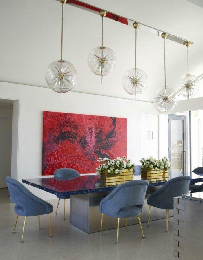 Modernes esszimmer stilvoll eingerichtet wanddeko akzent blumen auf dem esstisch h ngelampen - Esszimmer wanddeko ...