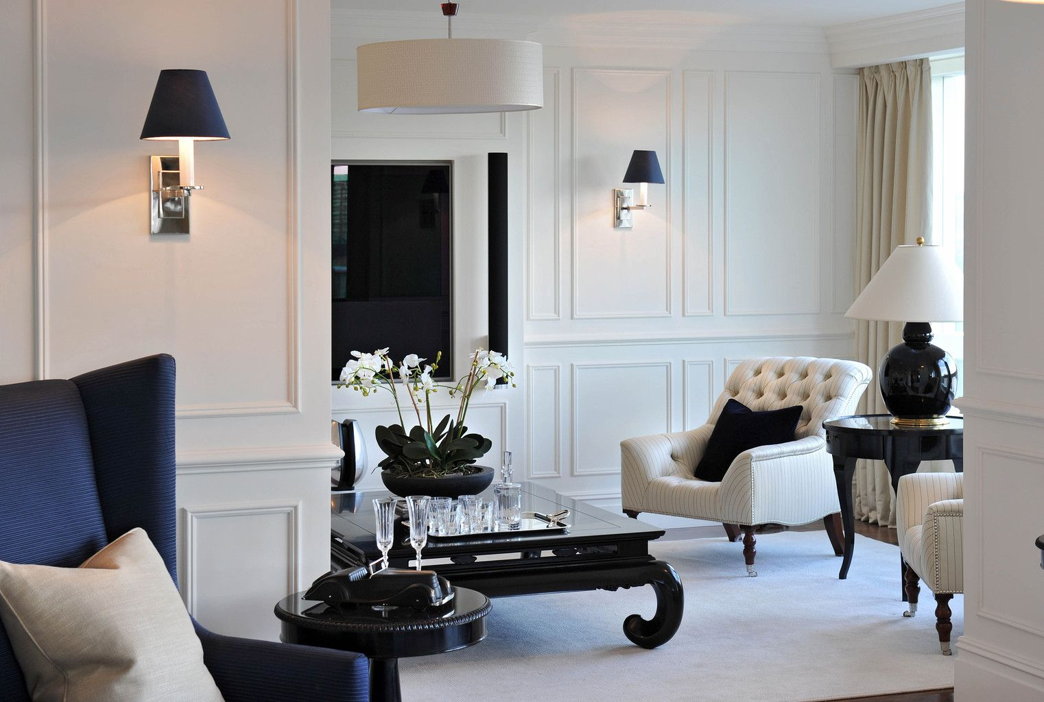 Contemporary London Riverside Open Plan Apartment Completed By THE STUDIO At Harrods