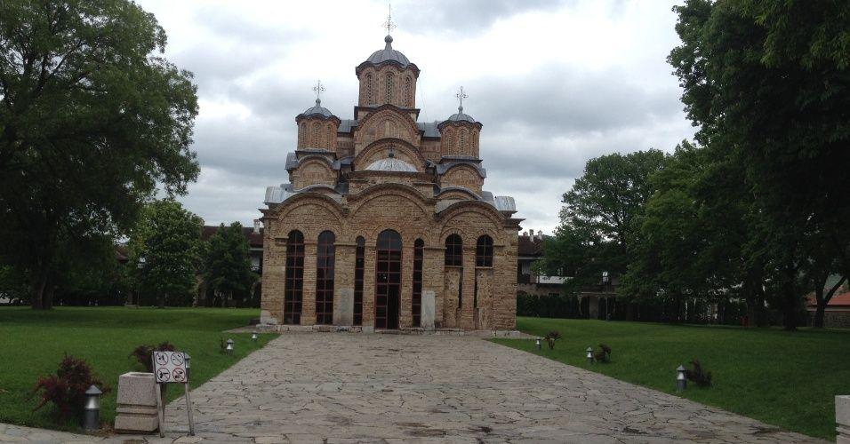 Finalizado no século 14, o mosteiro de Gracanica fica em uma cidade habitada por sérvios no meio do Kosovo