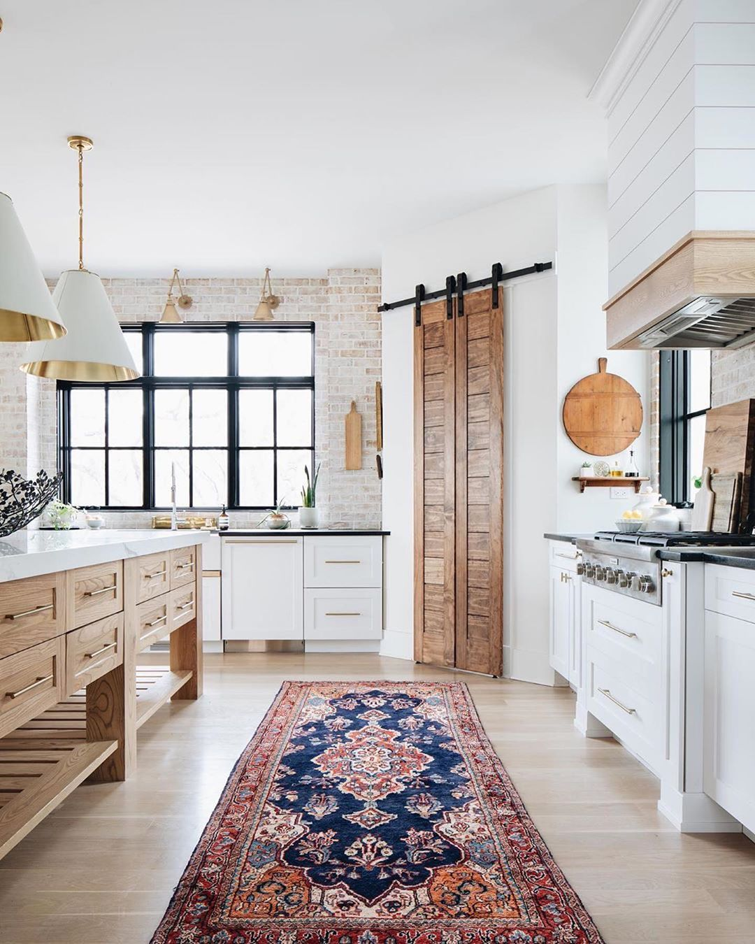 """Photo of Great Kitchens!️️️ Every day! on Instagram: """"This kitchen is both beautiful and functional as the heart & hub of the home / interiors: @elizabethashleyhomes / photos:…"""""""