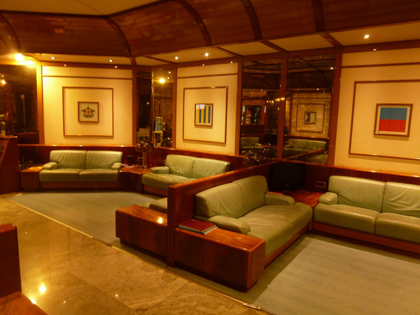 """VIP Lounge"", Genova Aeroporto (Luglio)"