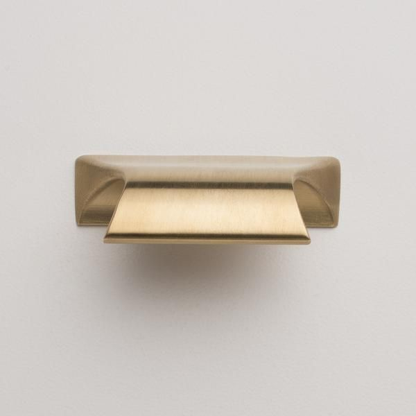 The quality finish and weighty feel of this solid brass pull add a sophisticated touch to any space. Handcrafted in the USA from 95% recycled brass. Clean with