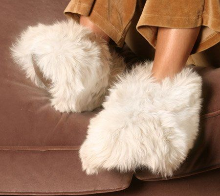 Luxurious alpaca fur fuzzy slippers for men and women - Most comfortable bedroom slippers ...