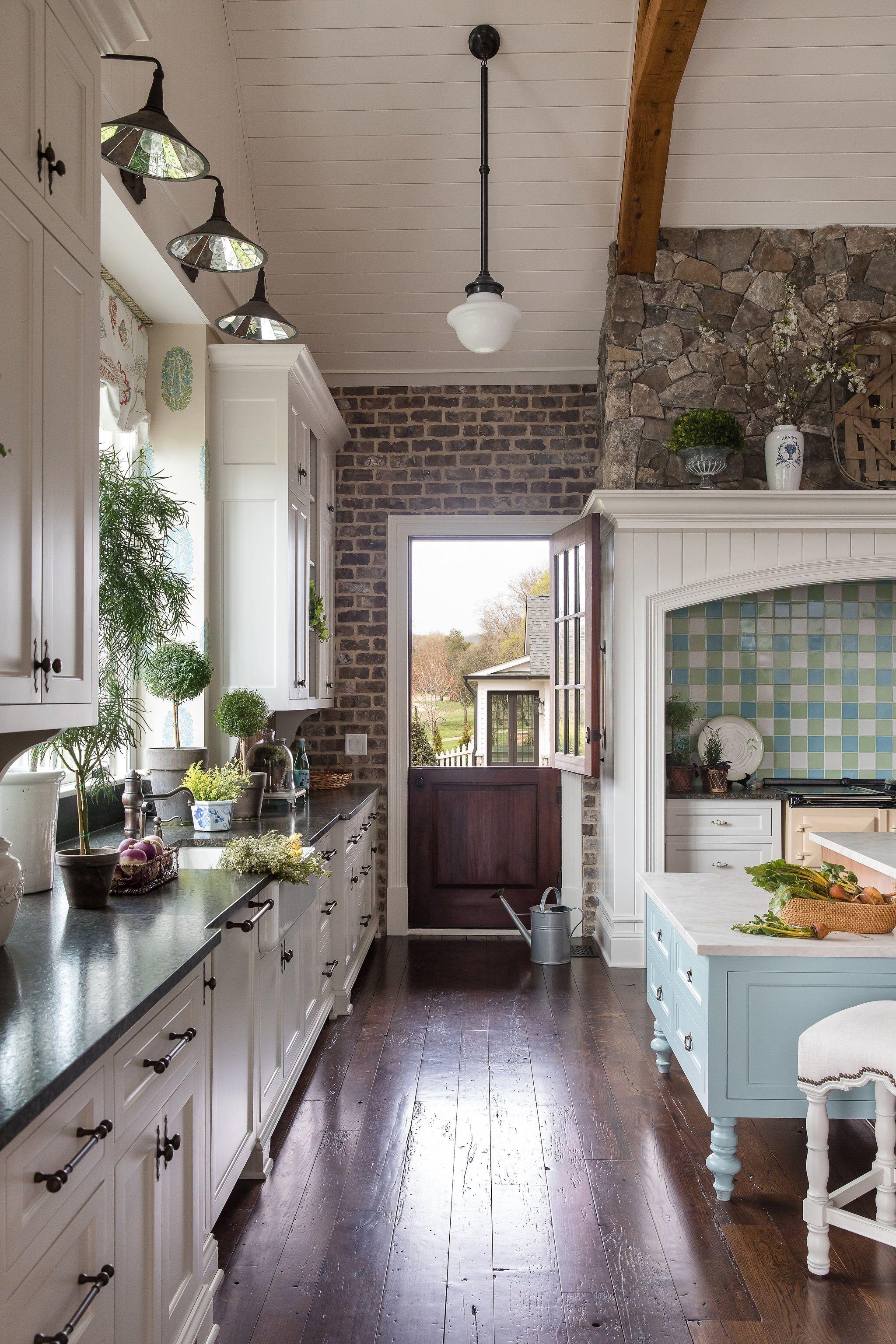 Farmhouse Kitchen #greykitchendesigns