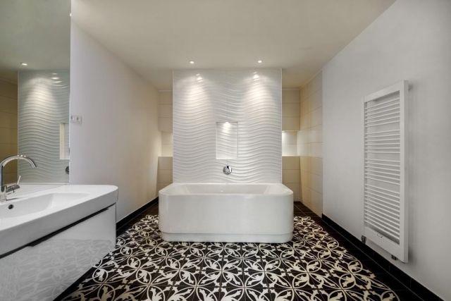 Fußboden Fliesen Schwarz Weiß ~ Badezimmer schwarz weiß freistehende badewanne bodenfliesen