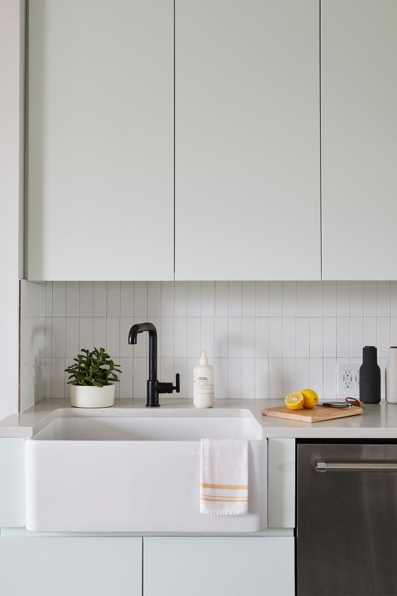 This Small Brooklyn Kitchen Before And After Has Storage In Every Nook In 2020 Kitchen Design Small Brooklyn Kitchen Mint Kitchen