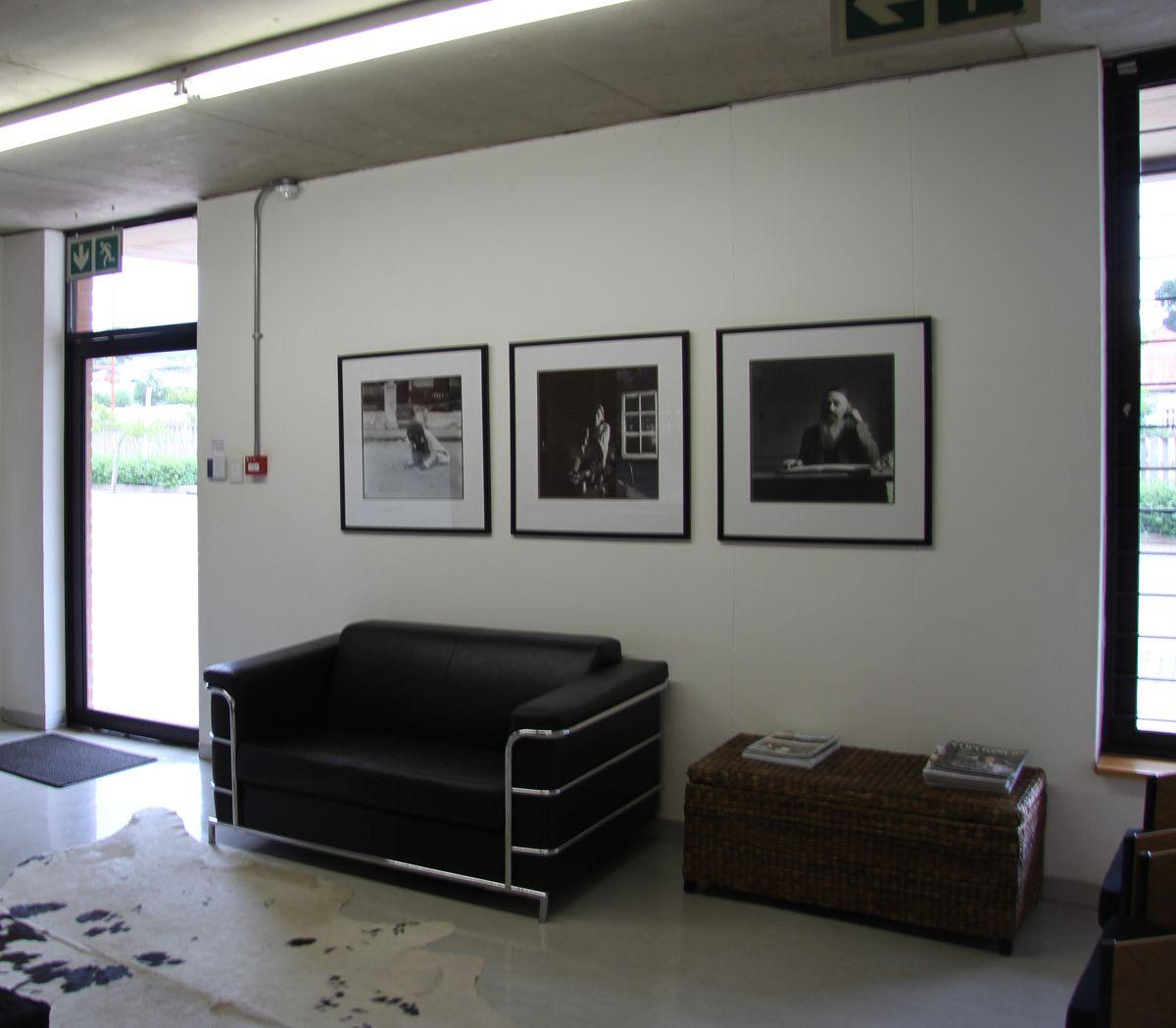 Image from http://4.bp.blogspot.com/_aU3G2f4y53E/TQSHXAIhxAI/AAAAAAAAAr0/Y8SqLbbYxRo/s1600/IMG_4279+Office+Lobby.jpg.