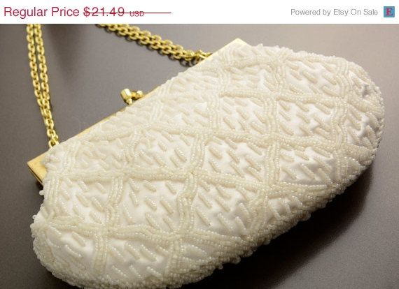 40% SUMMER CLEARANCE Vintage Beaded Bag  Hong by VintageCravens