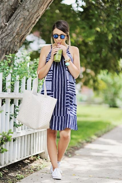 18 Outfits mit Tragetaschen für diesen Sommer