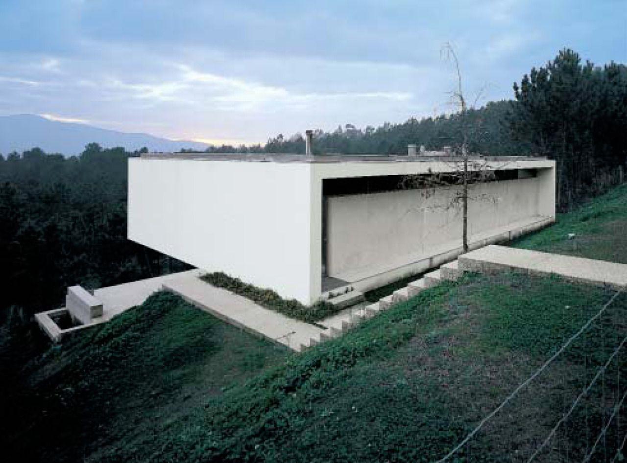 Subtilitas eduardo souto de moura two houses ponte for Casa minimalista lima