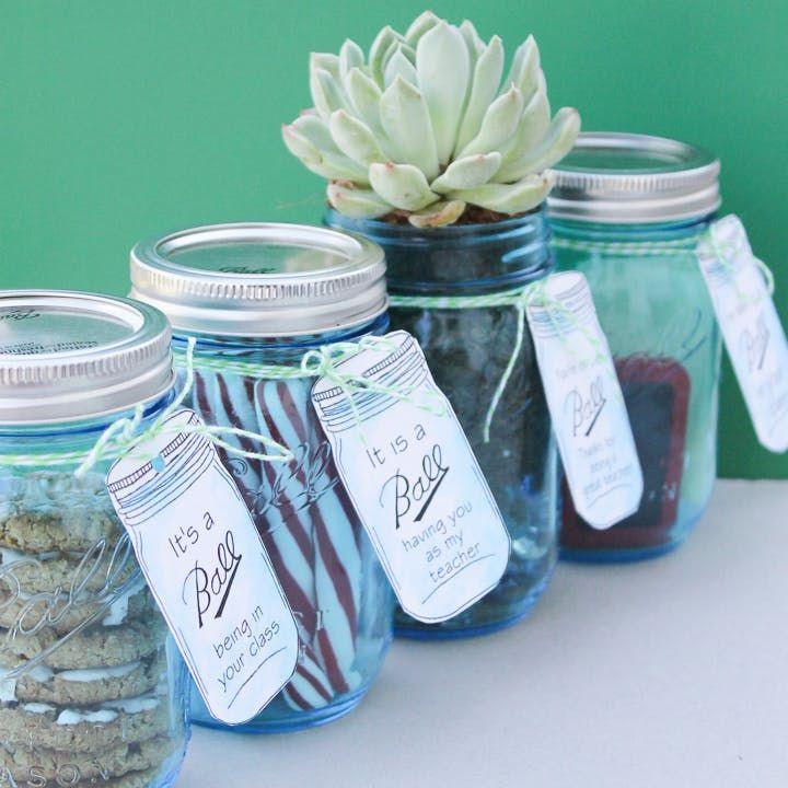 Teacher Gifts in a Jar with Free Printable Mason Jar Tags