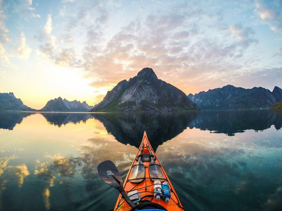 Photo of Tomasz Furmanek fotografiert Norwegens Fjorde vom Kajak aus
