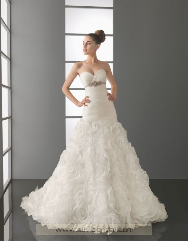 beautiful wedding gown!
