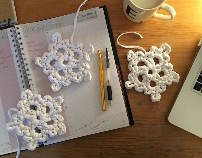 Free pattern - Super easy crochet snowflakes | Something about ...