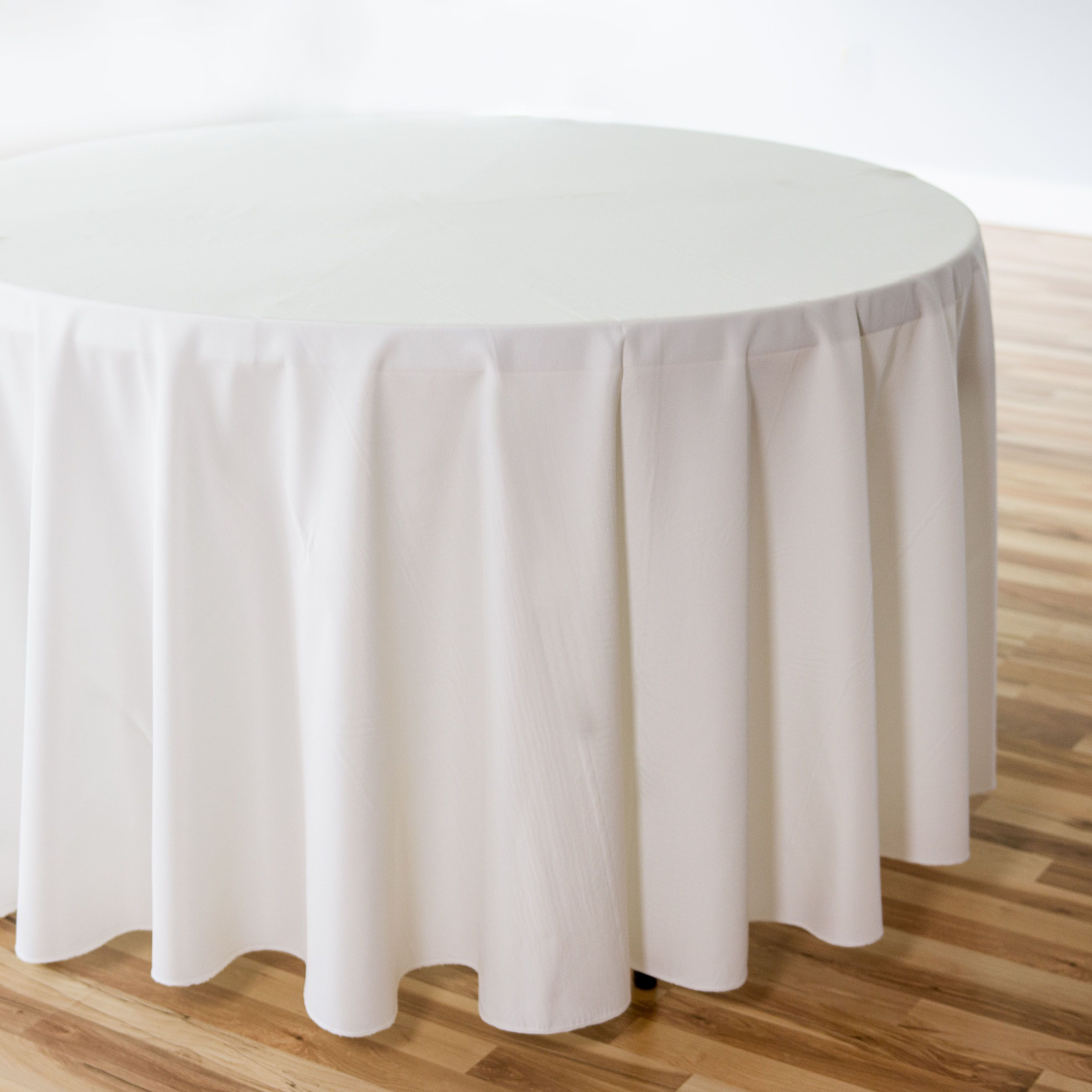 108 In Round Polyester Tablecloth In 2020 Table Cloth Wedding Table Linens Sequin Table Runner