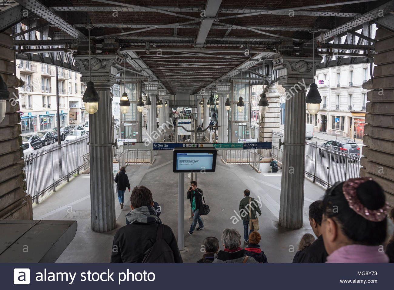 Resultat De Recherche D Images Pour Photo Du Metro La Motte Picquet Grenelle Metro Photos Images