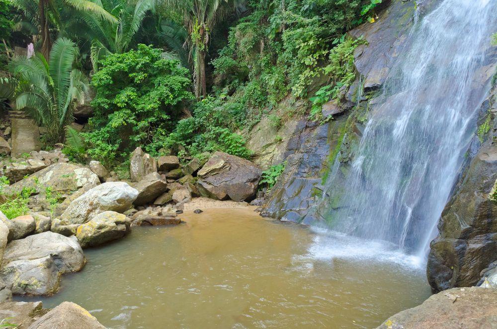Cascadas tropicales a pocos kilómetros en Vallarta, en Yelapa. http://www.vallarta.com.mx/Puerto_Vallarta/
