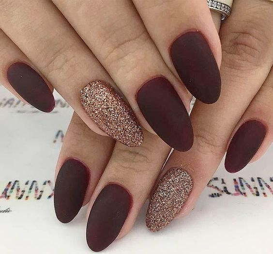 55 Trendy Manicure Ideas In Fall Nail Colors In 2020 Gold Glitter Nails Simple Fall Nails Burgundy Nails
