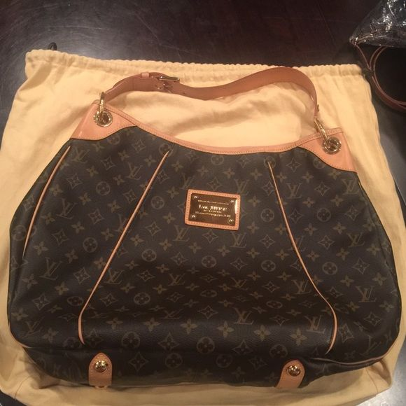 fca8a11d7a5 Louis Vuitton Galleria GM Perfect used condition. Authentic. Comes ...