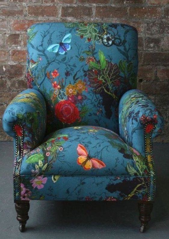 Absolutely stunning and gorgeous chair that I'd love to have.