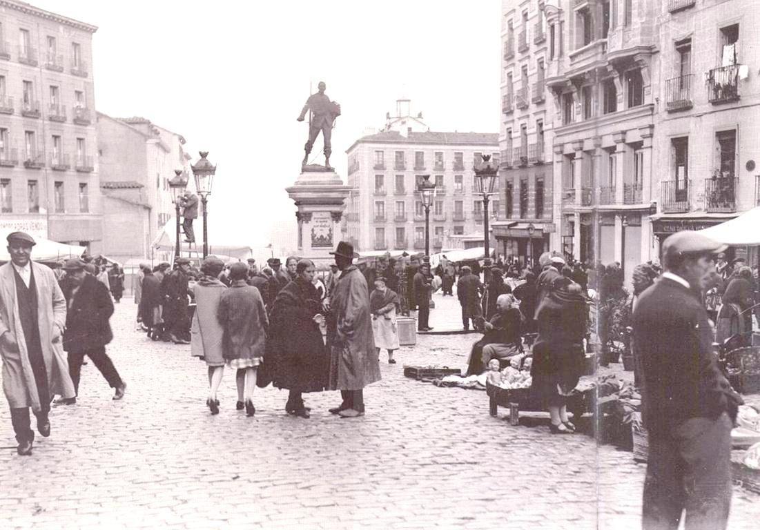 Madrid. Plaza de Cascorro. El Rastro en 1935