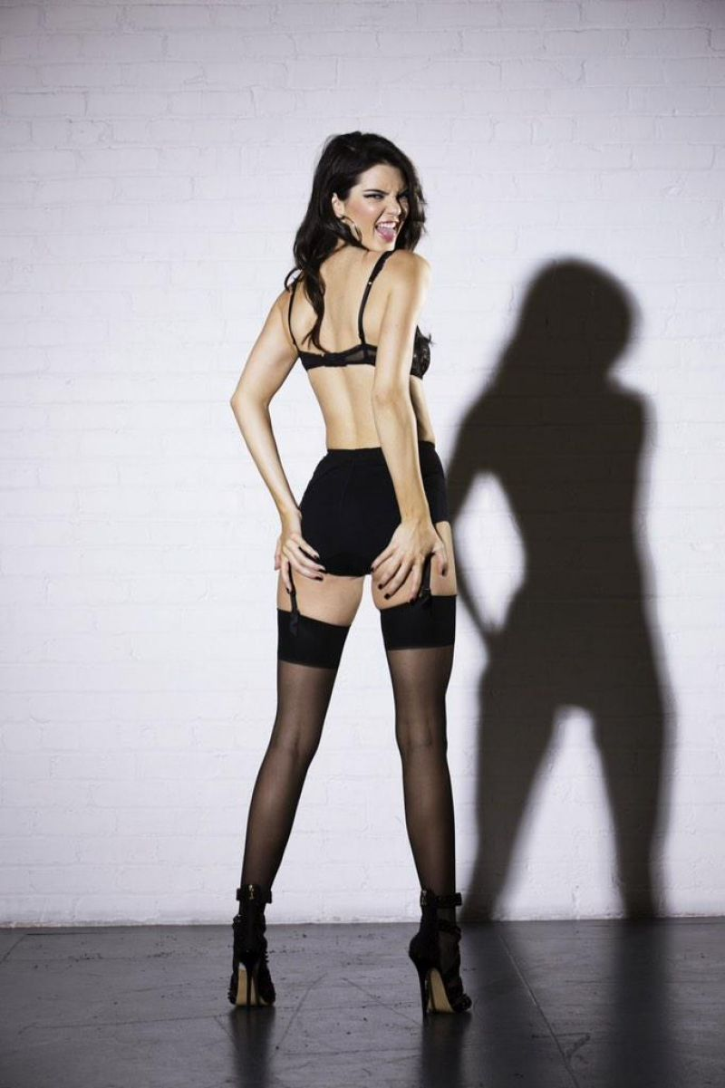 Kendall Jenner Topless, LOVE Magazine 20 Photoshoot new picture