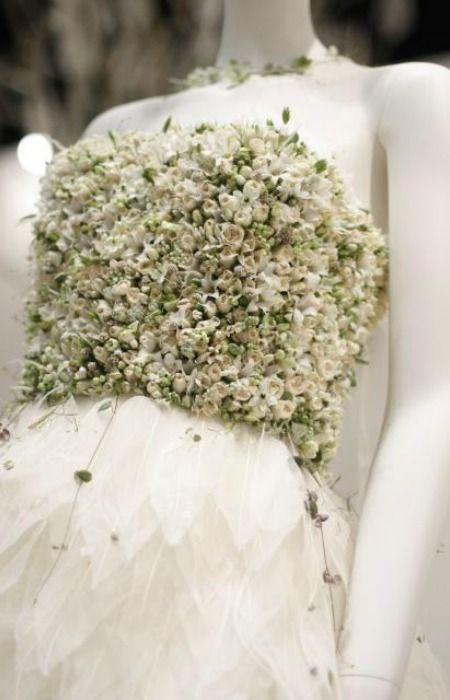 Vestido novia con flores naturales