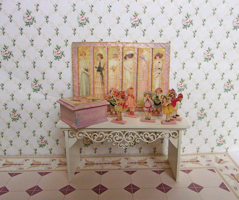Antique Vintage room box doll house floral Wallpaper