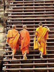 Scandalo in Thailandia, 30 monaci buddisti sospesi per uso di droghe