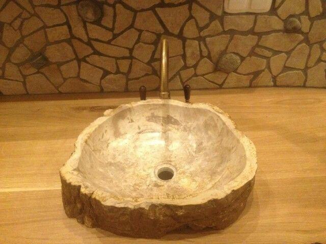 versteinertes holz waschbecken b der wellness waschbecken aus naturstein. Black Bedroom Furniture Sets. Home Design Ideas