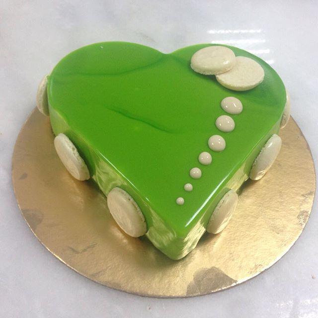 Al Bohsali Ksa حلويات البحصلي On Instagram كيكة موس الفانيلا الخضراء شهية و خفيفة الجودة شعارنا البحصلي كيكة جدة غير هدايا حلويات Desserts Cake Food