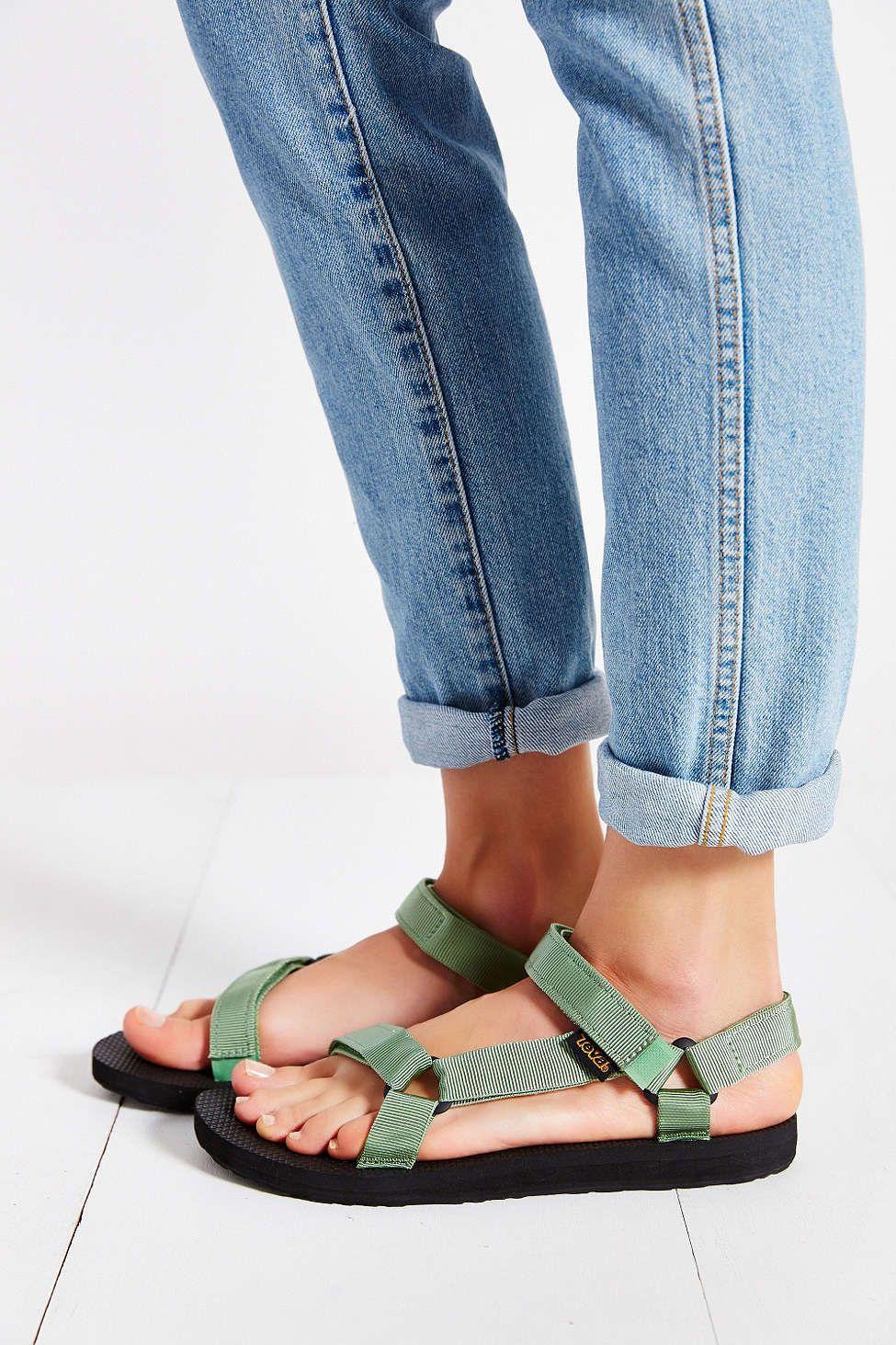 I Love The Authentic 90s Colors Of This Vegan Teva Sandals