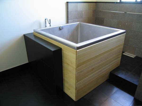 Japanese Soaking Tub with interesting enclosure Bathroom ideas - freistehende holz badewanne hinoki holzkollektion