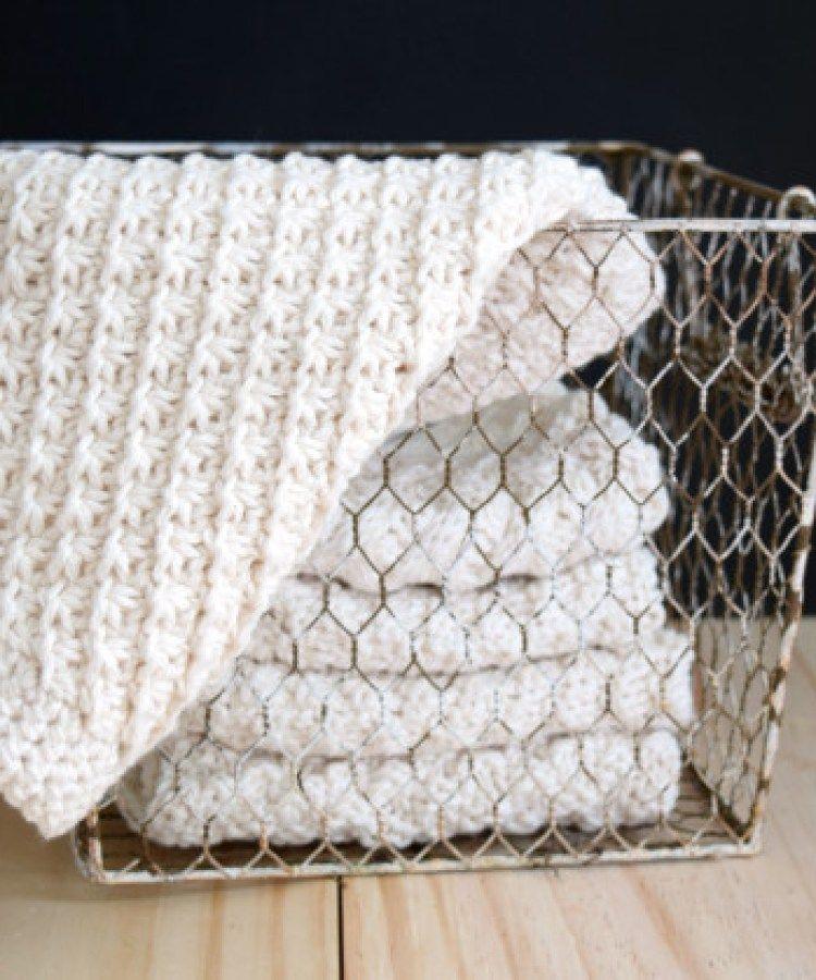 Hand Knit Daisy Stitch Washcloth Pattern | Cobija, Tías y Dos agujas