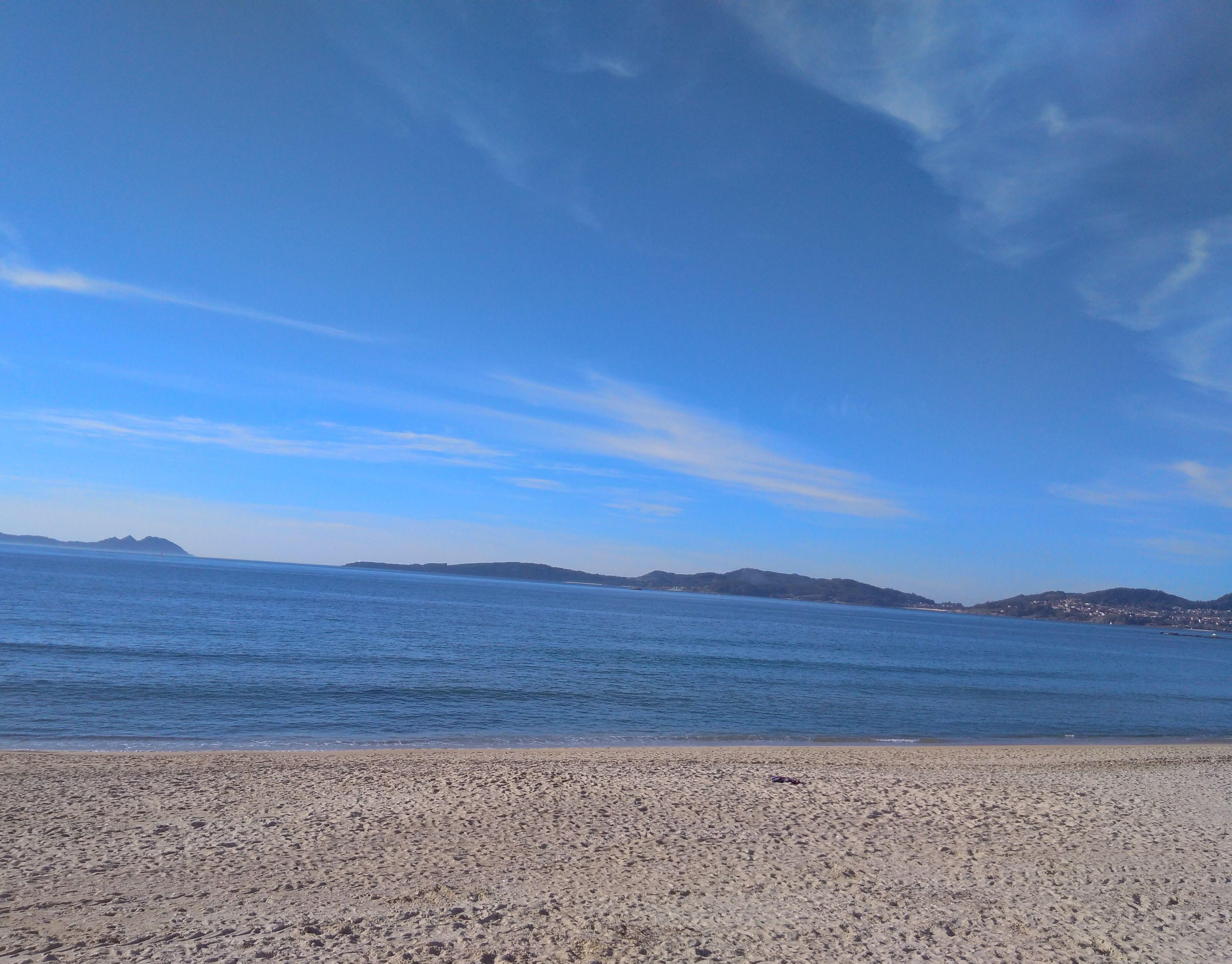 bebetecavigo. Febrero en la playa de Samil, Vigo. bebetecavigo