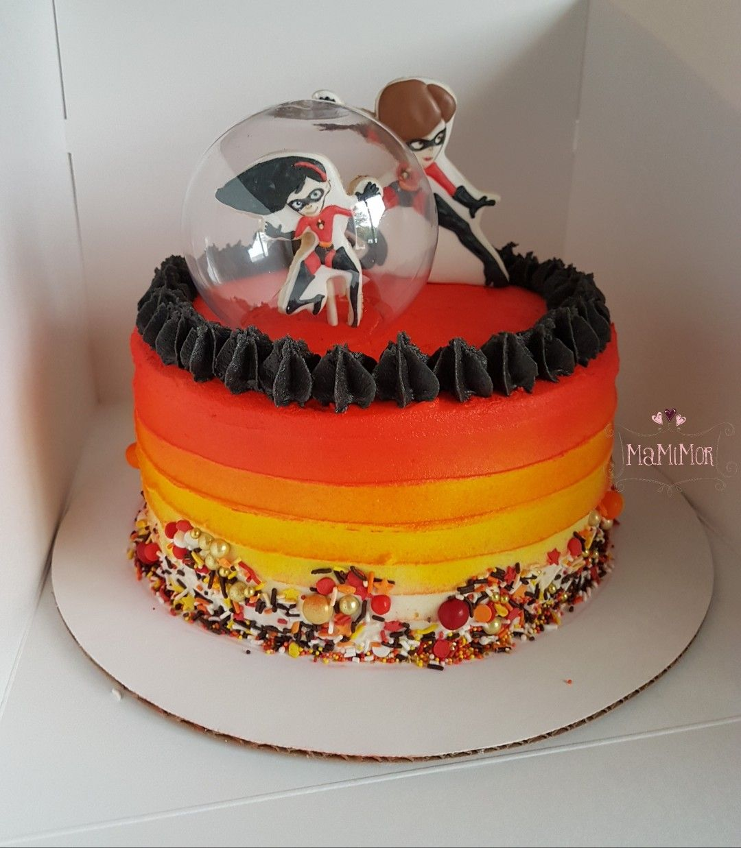 The Incredibles cake with cookie toppers by MaMiMor ...